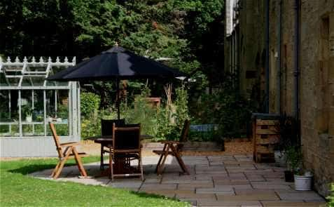 Edinburgh garden patio example